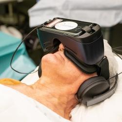 Virtual Reality bril voor patiënten onder lokale verdoving