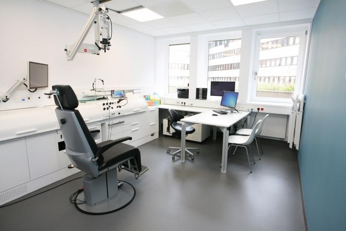 De dienst Neus-, Keel- en Oorziekten van het AZ Sint-Jan Brugge-Oostende AV kreeg op haar 100ste verjaardag een volledig vernieuwde, hoogtechnologische polikliniek.