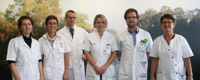 De oogartsen van de dienst Oogziekten op campus Sint-Jan verzorgen algemene oogheelkundige problemen en hebben ieder hun eigen specialisaties.
