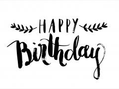 Kaart met wiitte achtergrond en zwart opschrift Happy Birthday